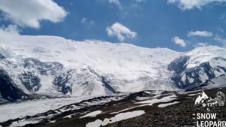 Вид на Пик Ленина из Лагеря 1 (4200 м)