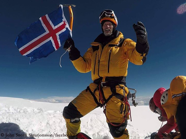 Джон Снорри Сигурджонссон (John Snorri Sigurjónsson) на вершине К2