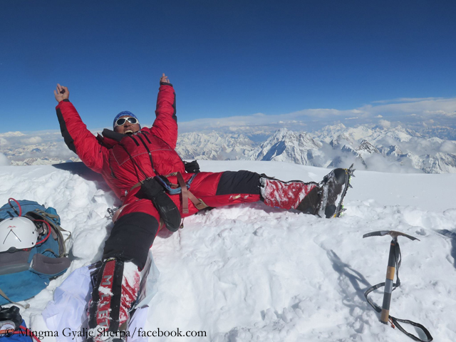 Мингма Галйе Шерпа (Mingma Gyalje Sherpa) на вершине К2 в 2017 году