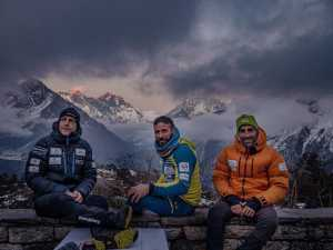 Зимняя экспедиция на Эверест Алекса Тикона: команда у подножия Ама-Даблам