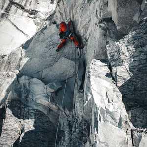 Зимний Эверест Йошта Кобуша: уборка мусора на горе