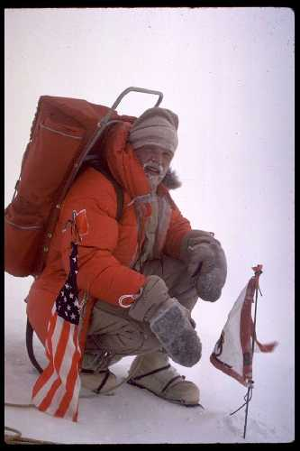Джон Эванс (John Evans) на вершине горы Шинн (Shinn, 4660) в декабре 1966.