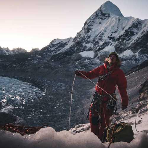 Йошт Кобуш (Jost Kobusch) в восхождении в первый высотный лагерь Эвереста. Фото Daniel Hug