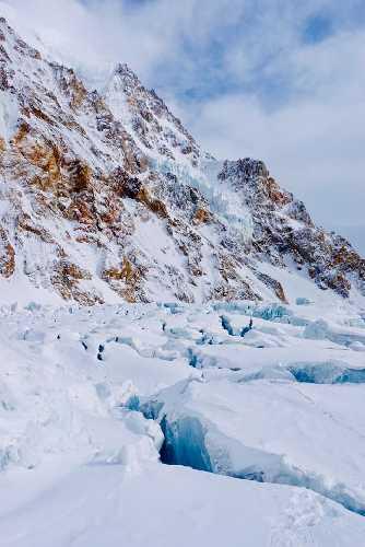 работа на леднике Гашербрум. Фото Simone Moro, Tamara Lunger