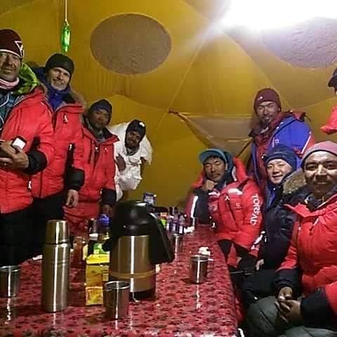 Команда в базовом лагере К2
