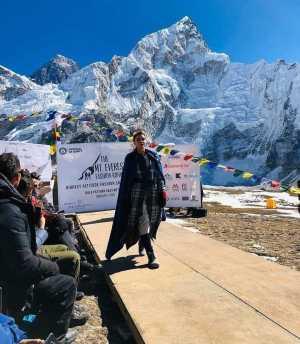 Фото дня: Высокая мода на Эвересте