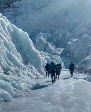 Зимняя экспедиция на Эверест Алекса Тикона: команда во втором высотном лагере