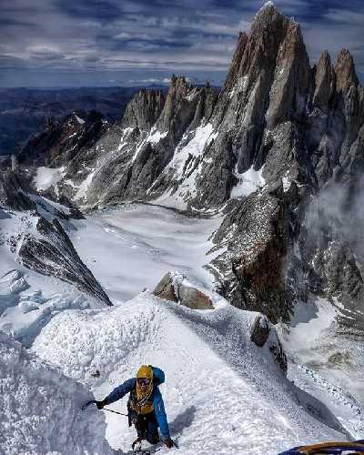 """Алессандро Бау (Alessandro Baù) и Джованни Заккария (Giovanni Zaccaria) на маршруте """"Scrumble de Manzana"""" на вершину Серро Пьержиоржо (Cerro Piergiorgio) в Патагонии."""