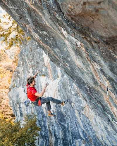 Стефано Гизольфи (Stefano Ghisolfi) на скале Лагель (Laghel)