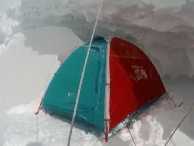 Лагерь на отметке 7000 метров на Броуд-Пик. Фото Денис Урубко