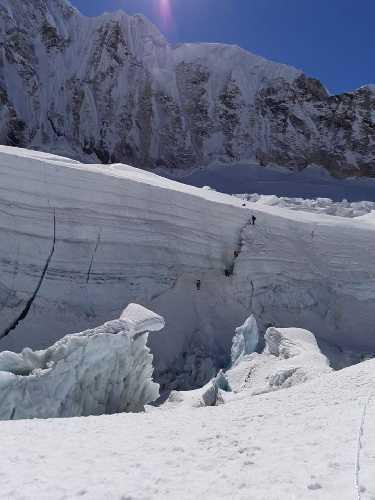 Команда Алекса Тикона (Alex Txikon) у ледопада Кхумбу. Фото Alex Txikon