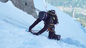 Как сменить лыжи на кошки на крутом склоне