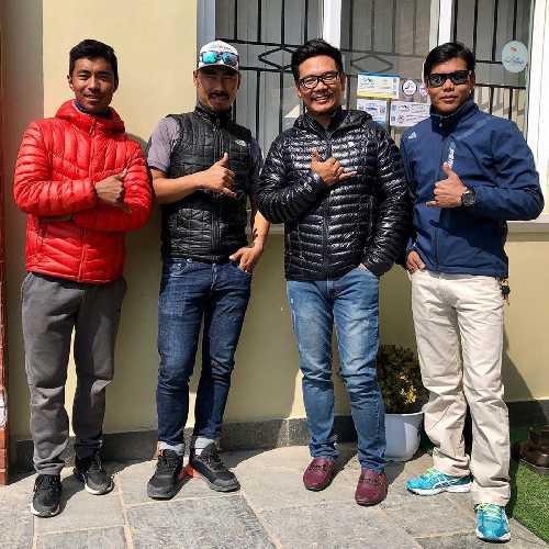 Таши Лакпа Шерпа (Tashi Lakpa Sherpa), Пасанг Нурбу Шерпа (Pasang Nurbu Sherpa), Миннгтемба Шерпа (Mingtemba Sherpa), Халунг Дорчи шерпа (Halung Dorchi Sherpa)