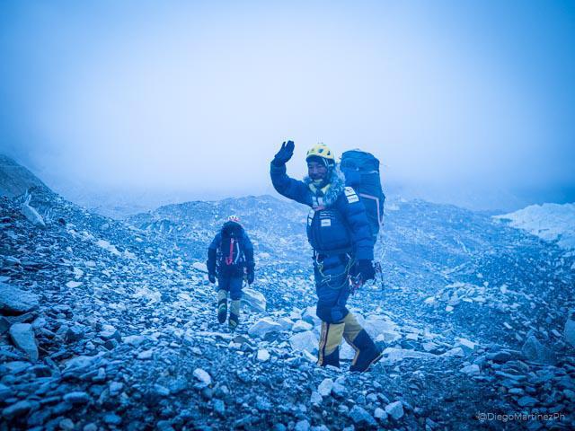 Команда Алекса Тикона (Alex Txikon) на выходе из базового лагеря на Эвересте. Фото Alex Txikon