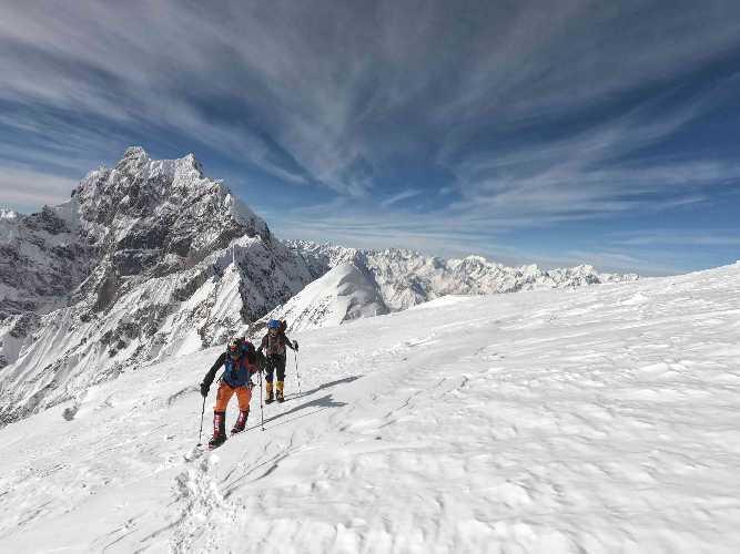 Филип Бабич (Filip Babicz) и Мариуш Хатал (Mariusz Hatal) на пути к третьему высотному лагерю на Батура Сар (Batura Sar). Фото  Oswald Rodrigo Pereira