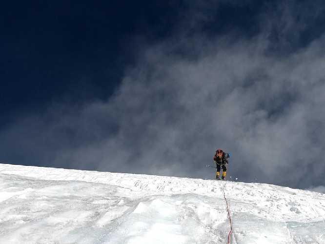 Спуск с третьего высотного лагеря. Фото Oswald Rodrigo Pereira