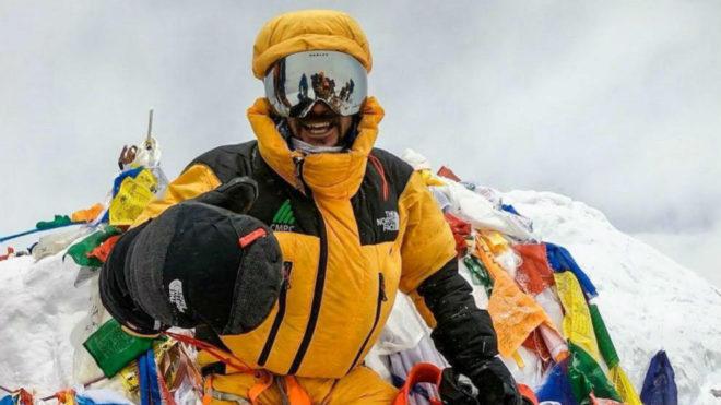 Хуан Пабло Мор (Juan Pablo Mohr) на вершине Эвереста