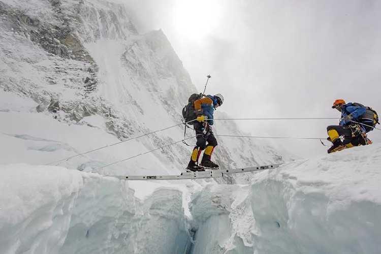 прохождение Ледопада Кхумбу. Фото Ben Jones