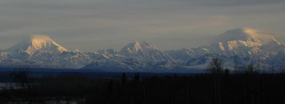 Большая тройка Аляски: Форакер, Денали и Хантер. Фото mountainproject . com