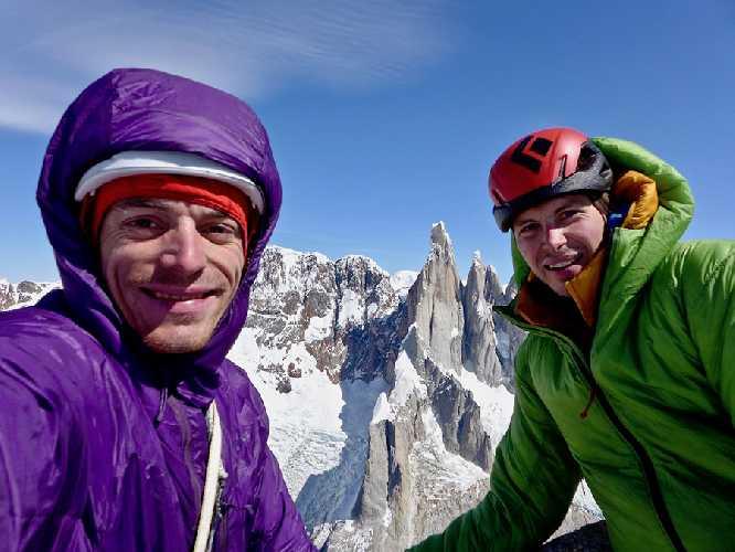 Лука Линдич (Luka Lindic) и Лука Кранч (Luka Krajnc) на южной стене Сент Экзюпери (Aguja Saint Exupery), 2558 метров в массиве Фитц Рой в Патагонии. Фото Luka Krajnc