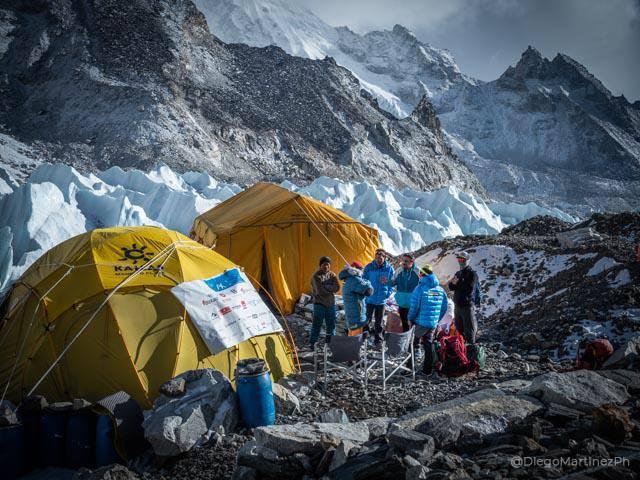 в базовом лагере Эвереста. Фото Alex Txikon