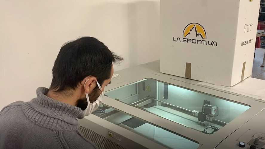Выпуск медицинских масок и защитных халатов на фабрике La Sportiva. Фото La Sportiva