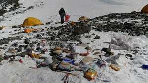 Коронавирус «заблокировал» уборку мусора на Эвересте