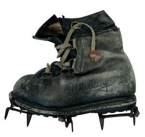Фото дня: ботинки Эвереста