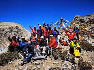 Китайские альпинисты начинают работать на Эвересте
