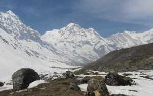 В Непале нашли тела погибших в лавине туристов