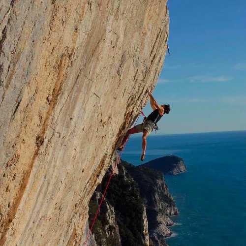 Давиде Баттистелла (Davide Battistella) на скалах