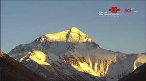 Плохая погода на Эвересте прервала подготовку к восхождению