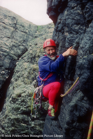 сэр Кристиан Джон Бонингтон (Sir Christian John Storey Bonington) на скалах шотландского острова Mingulay в  90-х годах