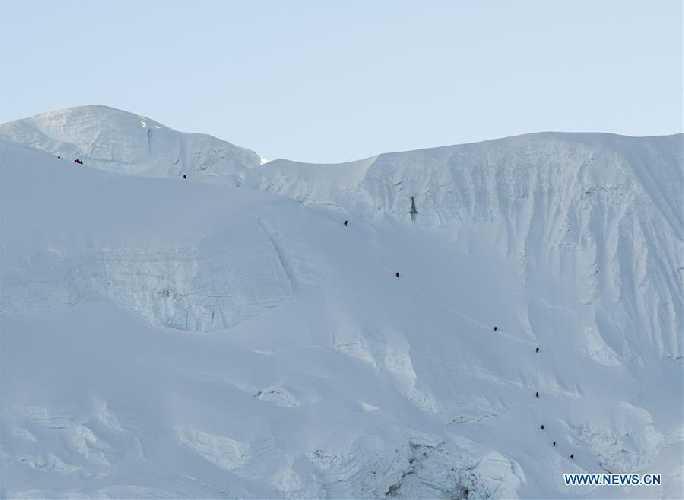 Китайская команда на отметке 7000 метров на тибетской стороне Эвереста. май 2020 года