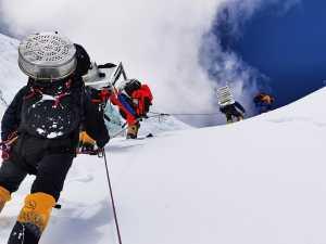 Восхождение на Эверест в сезоне 2020 года стало самым поздним за минувшие 32 года!