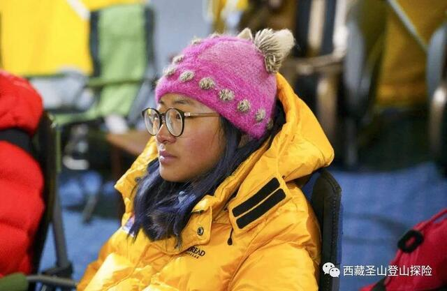 Китаянка Динь Юци (Ding Yuqi/丁禹琪) в 16 лет поднялась на вершину Эвереста