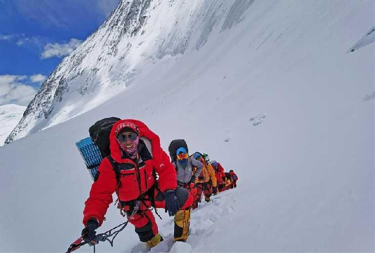 Китайские альпинисты на отметке 7800 метров на Эвересте. 8 мая 2020 года. Фото Xinhua