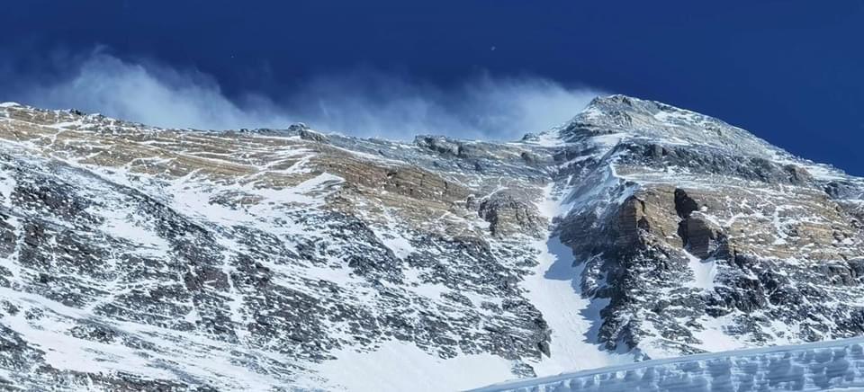 Первые альпинисты на вершине Эвереста в 2020 году