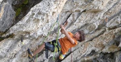 10-летний француз Тео Бласс установил новый мировой рекорд в скалолазании, пройдя маршрут сложностью 8с