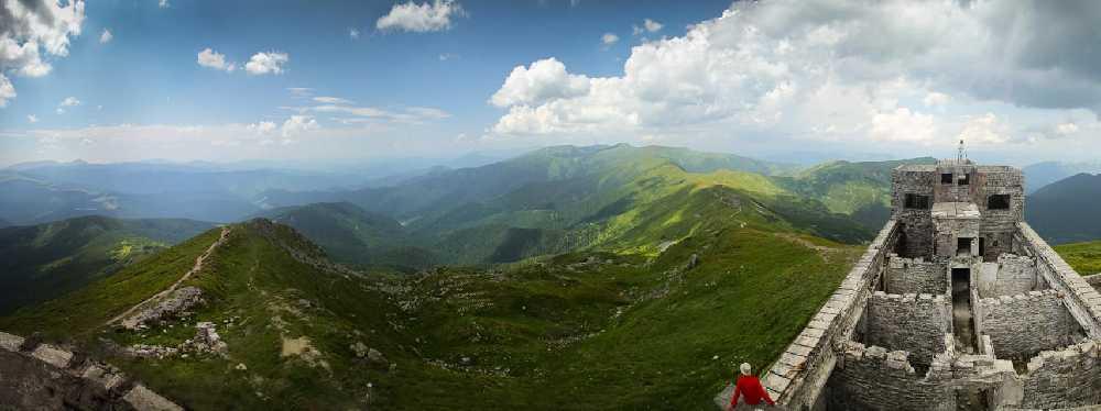 Вид с вершины  Поп-Иван Черногорский (2022 м). Фото Алексей Голобуцкий