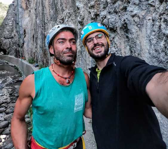 "Хавьер Агилар (Javier Aguilar) и Мигу Санчо (Migue Sancho) после пролаза маршрута ""To Su Puta Madre a Caballo"" категории 7с. Фото rockandjoy"