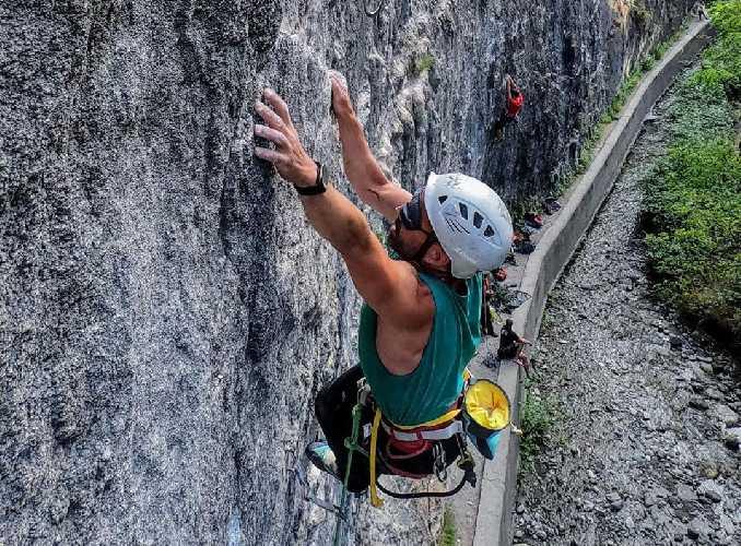 """Хавьер Агилар (Javier Aguilar)  на маршруте """"To Su Puta Madre a Caballo"""" категории 7с. Фото rockandjoy"""