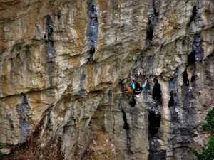 В шаге от мирового рекорда: 51-летний испанский скалолаз Хосема Уррестаражу проходит маршрут сложности 9а