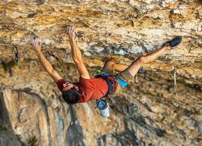 Джонатан Флёр (Jonatan Flor) на скалах  в испанском регионе Роделляр (Rodellar)