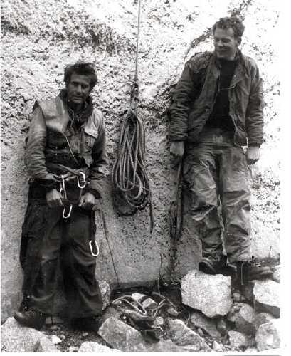 """Марк Пауэлл (Mark Powell, на фото справа) и Уоррен Хардинг (Warren Harding) во время попыток прохождения маршрута """"The Nose"""". 1957 год"""