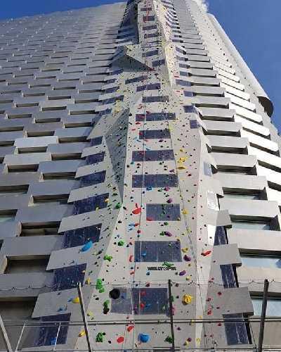 на стене завода Амагер Бакке (Amager Bakke) в Копенгагене был сооружен самый высокий в мире скалодром