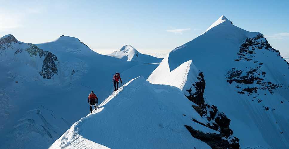 18 горных вершин высотой более 4000 метров менее чем за 14 часов: новый рекорд в Альпах установили Швейцарские альпинисты