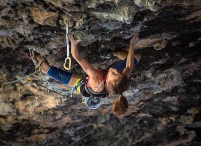 Лаура Рогора становится самой молодой и лишь второй скалолазкой в мире, которая прошла маршрут категории 9b