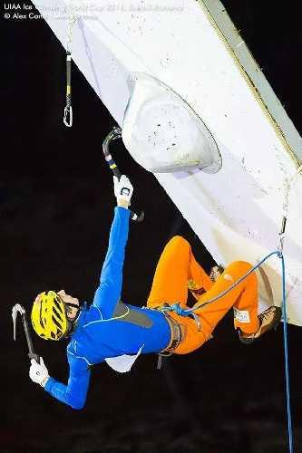 Валентин Сипавин на этапе Кубка Мира по ледолазанию