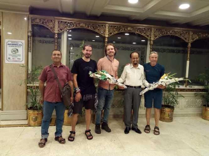 команда в составе трёх альпинистов: Павел Коржинек (Pavel Kořínek), Йиржи Янак (Jiří Janák), Павел Бем (Pavel Bém) прибыла в столице Пакистана, Исламабад, где получила пермиты на восхождение